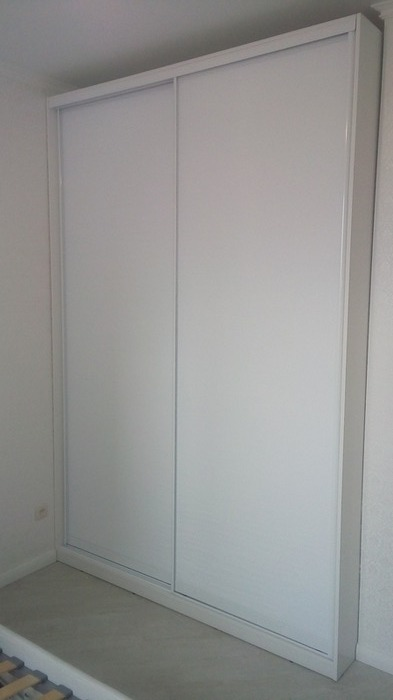Белые шкафы-купе-Шкаф-купе из стекла  с Oracal «Модель 37»-фото1