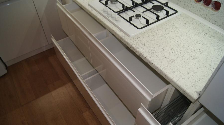 Белый кухонный гарнитур-Кухня МДФ в эмали «Модель 286»-фото5